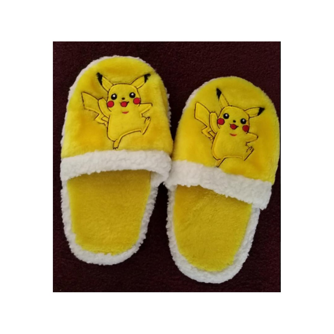 Pokemon Fluffy Slippers EU36 Size 5 and below