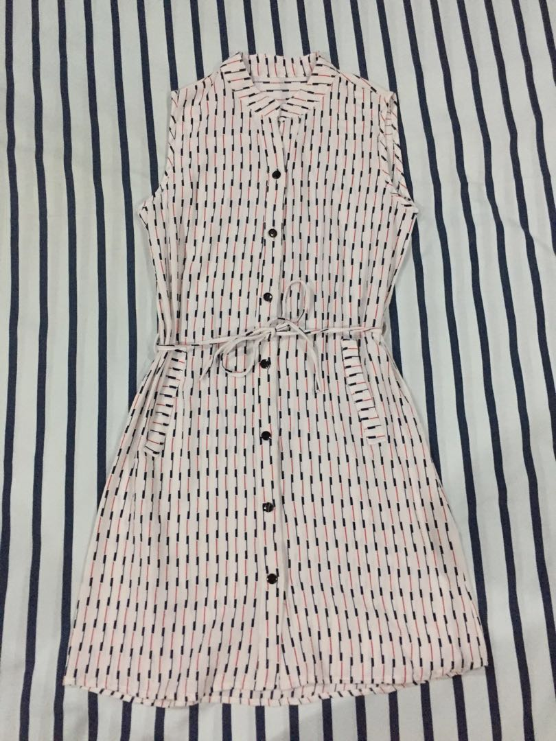 Printed white buttoned dress