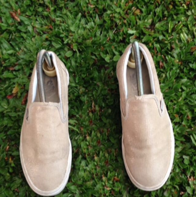 Vans slip on cream ori freeong jabodetabek!!!!
