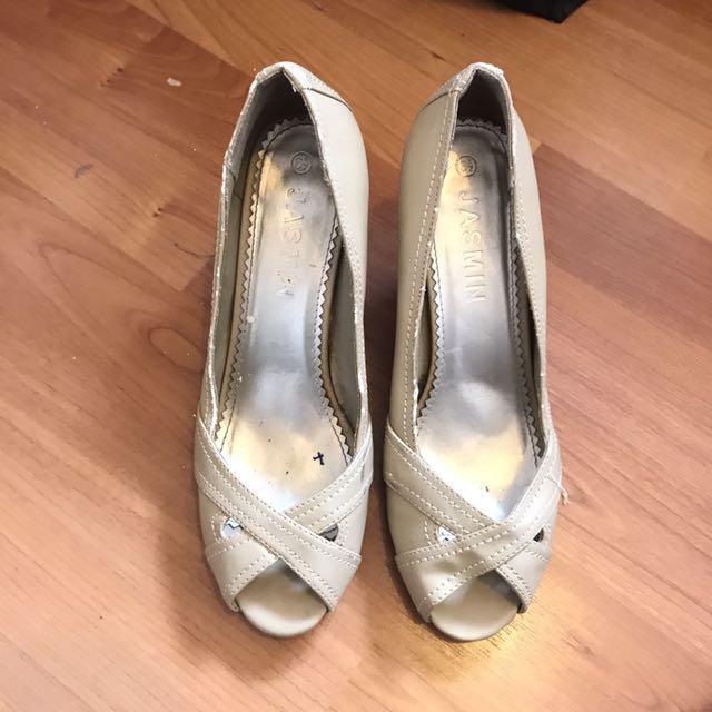 Women Beige Cream Heels - Size 8