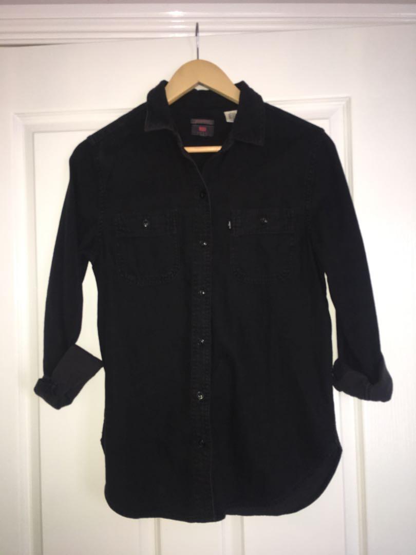 Women's Levi shirt black size XS
