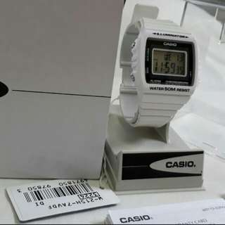 Repriced!until sunday only!Brandnew Authentic Glossy White Casio unisex