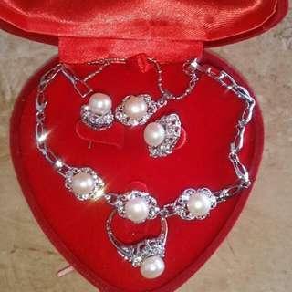 Perhiasan mutiara satu set