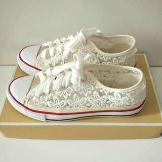 Preloved Sneakers model Converse