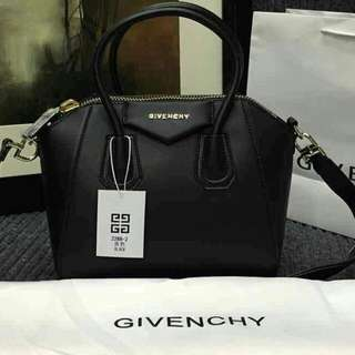 Givenchy Antigola