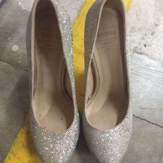 Sepatu bersha