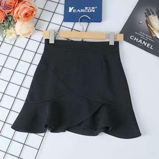 Lady's black skirt size S