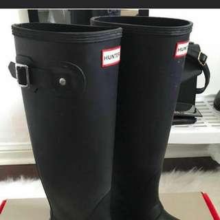 Hunter Boots Matte Black (tall, size 6)