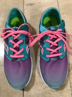Saucony running shoes for women size 5