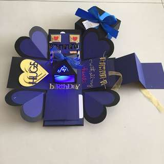Explosion box with lighthouse, 4 waterfall , pull tab in black, navy & gold