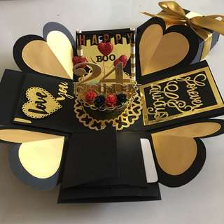 Explosion box with cake, 4 waterfall in black , gold