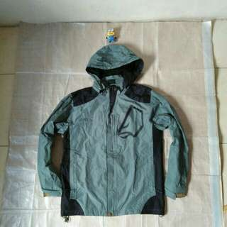 Jaket gunung outdoor hijau bukan The North face