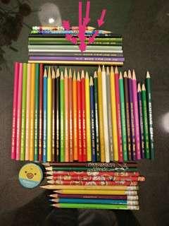 彩色畫畫笔和数支鉛笔有尖咀圈着就是,总送一个笔泡(有用過小小)