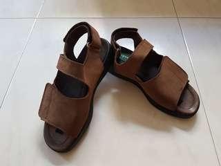 ⛤ Clarks Flex Suede Brown Sandals