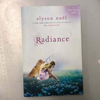 Radiance by Alyson Noel (A Riley Bloom Book)