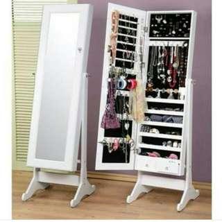Floor mirror with accessory organizer