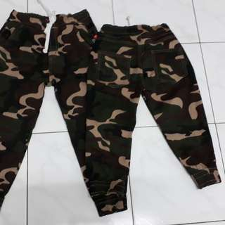 Jogger Army kids unisex-available size 5-6y only