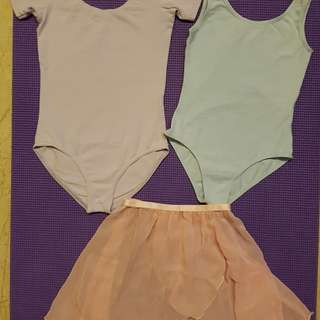 Ballet dress for sale (2 leotards and 1 skirt) for 6 to 9 years old