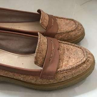 Charles & keith sepatu preloved