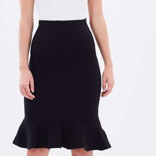 Fluted knit skirt
