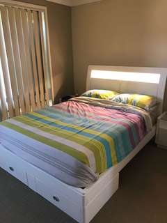 Double size white glossy bed