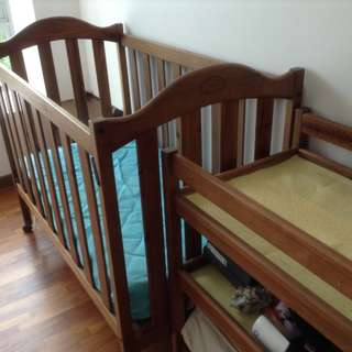 GRO-years cot bed and changing table