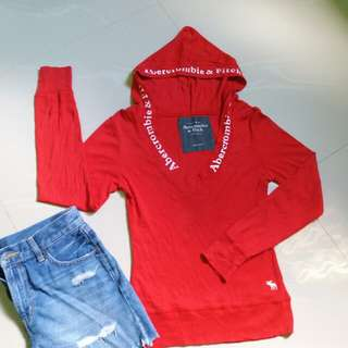 Red pull-over
