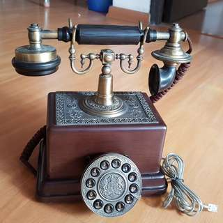 Antique telephone in working condition