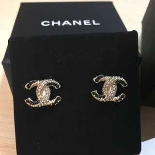 Chanel earrings (全新)