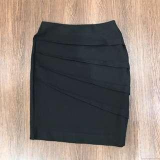 ZARA Woman Skirt - Rok Sepan Pendek warna Hitam Size S