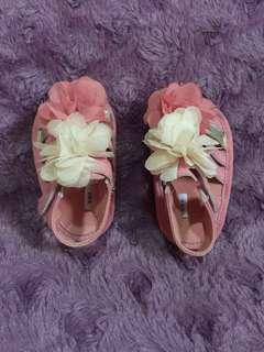 Sepatu sendal baby