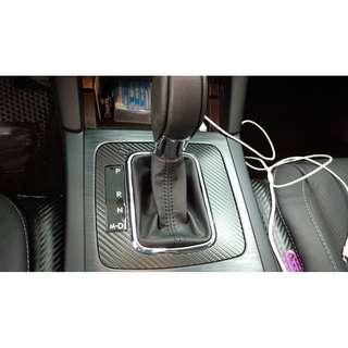 【騰信車體包膜】Subaru Outback 排檔板飾板3M1080金屬碳纖維包膜