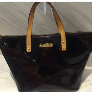 Louis Vuitton Vernis Monogram Bellevue PM Amarante