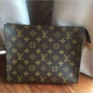 Brand New Ready Stock Louis Vuitton Monogram Toiletry 26