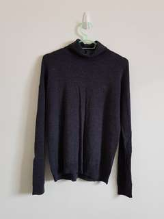 Uniqlo 100% Wool Turtle Neck
