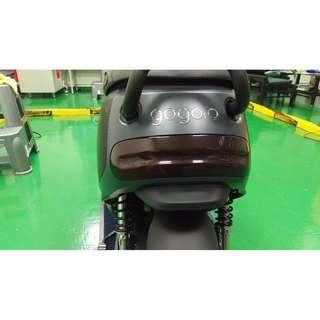 【騰信車包膜】GOGORO2尾燈德國ORACAL深燻黑燈膜包膜