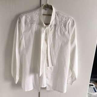 🚚 造型領雕花白襯衫