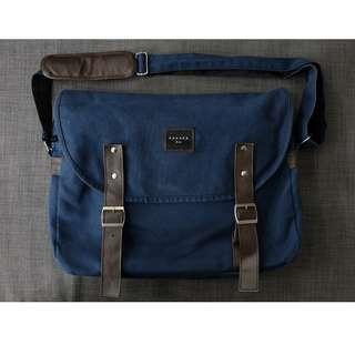 Hanaka Classic Messenger Bag