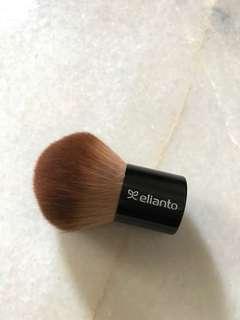 Elianto Kabuki brush