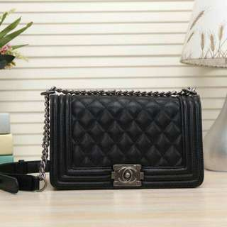 Offer chanel boy caviar/lambskin