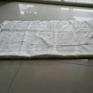白色全新桌巾