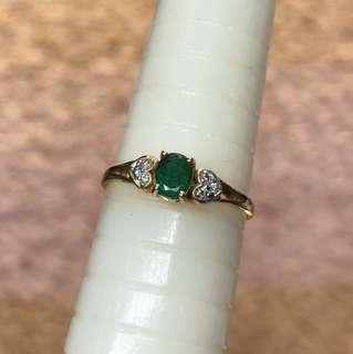 18kt emerald diamond ring