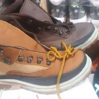 Kickers boots safety ( ujung besi )