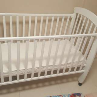 baby cot white colur