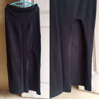 Rok Panjang , Rok Jeans , Rok Span , Dress , Midi Dress , Mini Dress , Longdress , Kemeja , Kaos , Blouse , Kulot , Gaun , Gamis , Kaftan