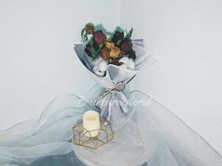 Bouquet of dried rose
