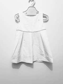 Wbite dress