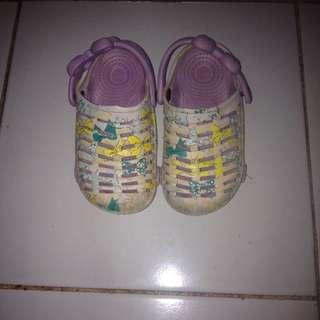 Sepatu sandal anak perempuan no. 24