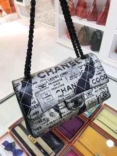 Chanel 限量烏黑扣塗鴉藝術款Classic Flap 中號🐾基本近新,99新