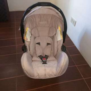 Graco Ultima Plus Beige Car seat